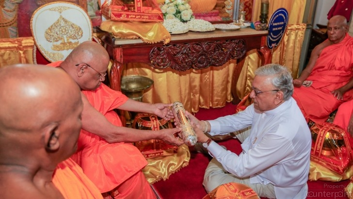 "Several Buddhist monks are said to favour Lakshman Kirielle of the UNP, as the Presidential candidate. He is see here being conferred the ' Shasanamamaka Jana Prasadini"" title by the Asgiriya Chapter in October 2018. (courtesy PMD)"