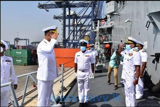 SLNS Gajabahu being welcomed at Karachi naval docks